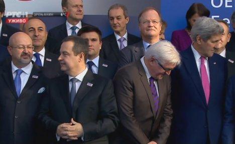 KRAVATE IH ODAJU: Keri prati modu, Lavrov perfekcionista, a Dačić i Vučić...