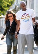 Kloi Kardašijan uz bivšeg supruga: Lamar ponovo uči da hoda! (VIDEO)