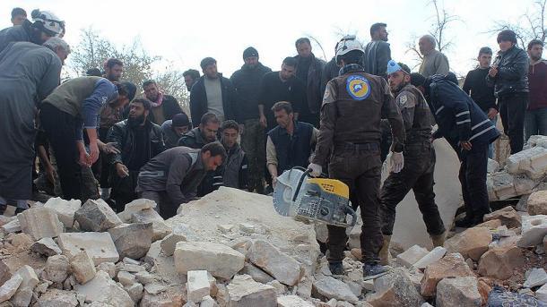 Ruski zračni napadi u Idlibu: Ubijeno najmanje 15, ranjeno 17 civila