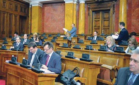 SEDNICA POČELA POSLANIČKIM PITANJIMA: Šta je sa izborima u Beogradu, prugom u Nišu, Železarom...