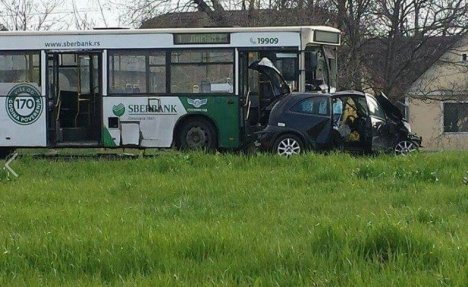 TEŽAK UDES U NOVOM SADU: 6 povređenih u direktnom sudaru autobusa i automobila