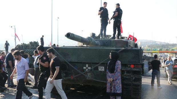 Erdogan uzvraća udarac, hapšenje i predaja pučista