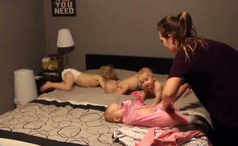 (VIDEO) OVO JE SUPERMAMA: Evo kako se četvoro dece spremaju za spavanje