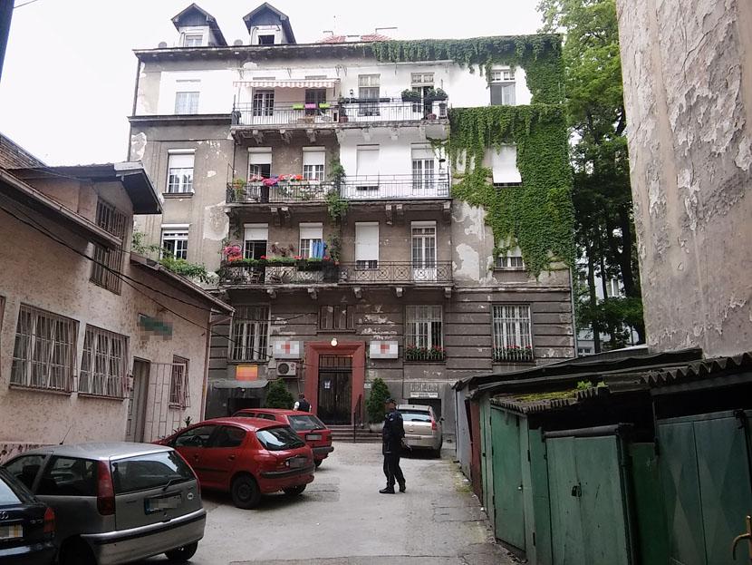 VIDEO SAM JE DA SEDI NA KROVU, A ONDA SAM ČUO PAD: Ispovest komšije koji je prvi pritrčao starici koja je pala sa terase