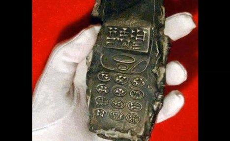 (VIDEO) ŠOKANTNO OTKRIĆE: Austrijski arheolozi iskopali mobilni telefon iz 13. veka?
