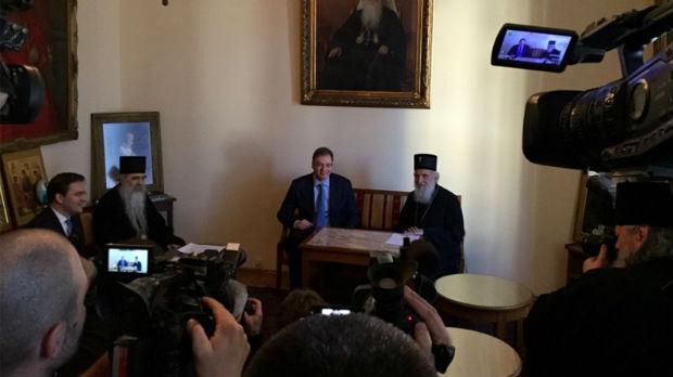 Vučić sa patrijarhom Irinejom: Gde ima crkve ima i srpskog naroda