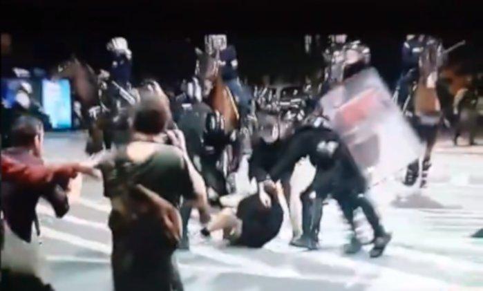 """Добродошлу Србију којом влада лудак! Погледајте иживљавање """"народне"""" полиције (видео)"""