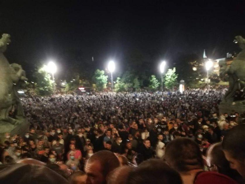 Стране агенције о протестима у Београду
