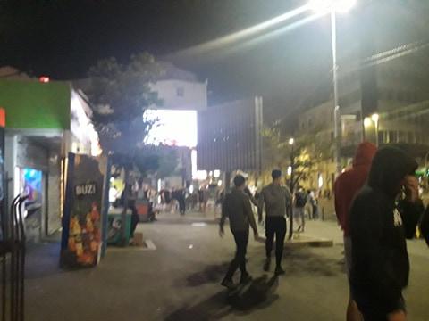 Почео протест испред скупштине: Народ долази са иконама!