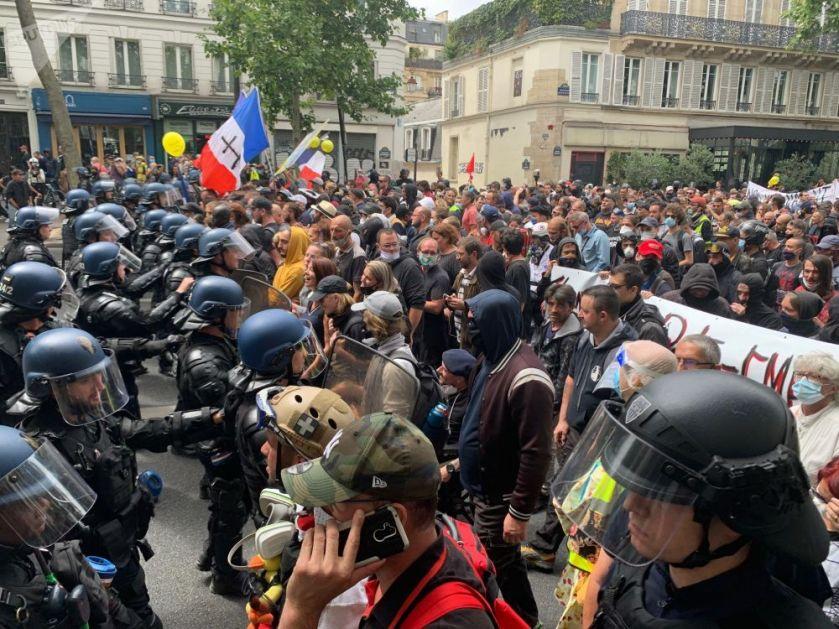 Протести у Паризу: Бачен сузавац на лекаре (Видео)
