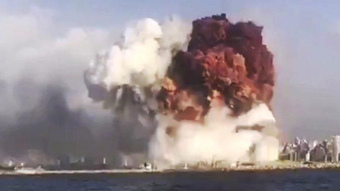 Потресни снимци у тренутку велике експлозије у Бејруту (Видео)
