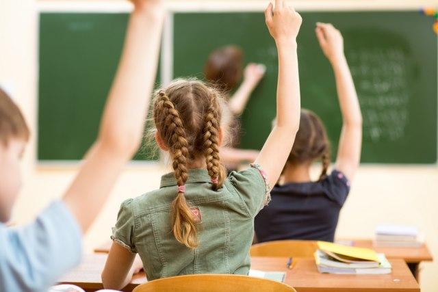 1.000 nestručnih nastavnika učilo je 27.000 naših đaka