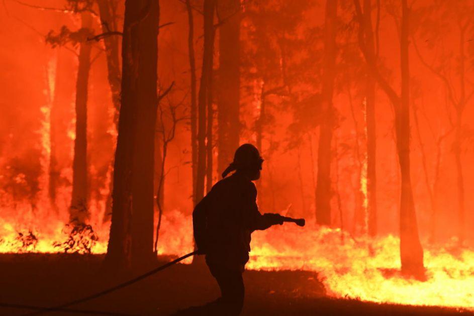 100 POŽARA BUKTI U AUSTRALIJI: Sidnej u dimu i pepelu, borba sa vatrenom stihijom može da potraje nekoliko nedelja!