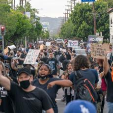 12 DANA NEMIRA U AMERICI: Kako su izgledali NAJMASOVNIJI PROTESTI U ISTORIJI? Žestoki sukobi, nova ubistva...