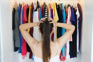 16 odevnih predmeta koje nikada ne biste smeli da nosite na poslu