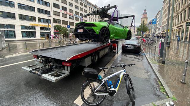 17.07.2020 ::: Parkirao je Lamborghini i blokirao punjač za elektromobile - ovo je rezultat (FOTO)