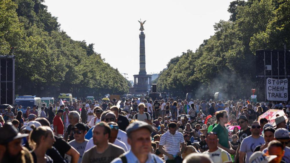 20.000 LJUDI SE OKUPILO U BERLINU PROTIV MERA ZBOG KORONE, VLASTI BESNE: To je neprihvatljivo, ugrozili ste zdravlje