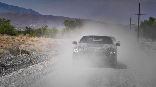 31.08.2018 ::: BMW 8 Cabrio brusi asfalt u Dolini smrti (FOTO)