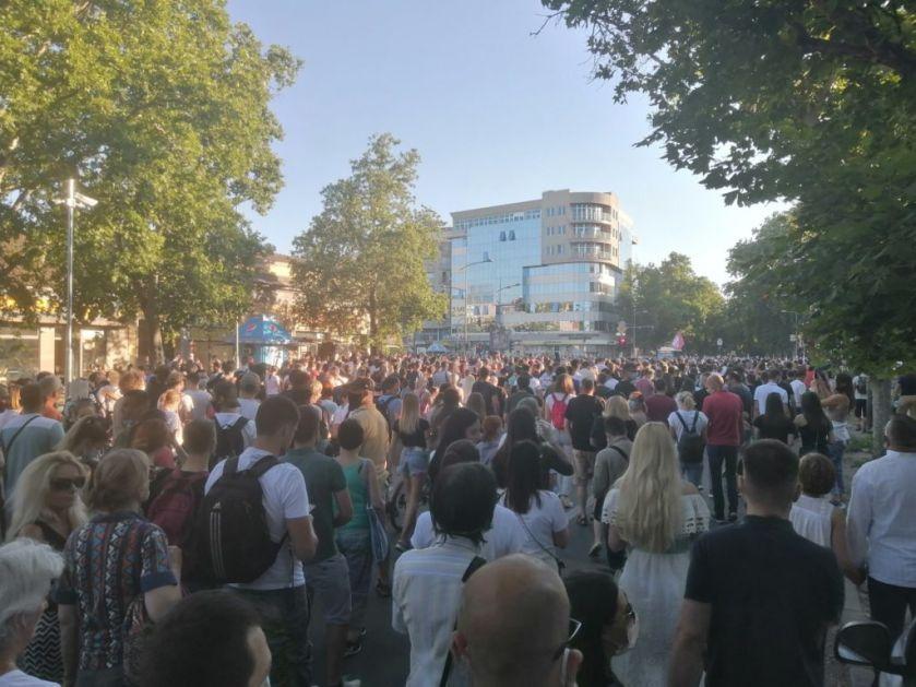 Народ из Новог Сада и Чачка кренуо ка Београду, протести и у Крагујевцу! (видео) 5 (1)