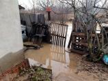 75-godišnjoj Nišlijki kojoj je poplavljena kućapotrebna pomoć idžakovi sa peskom