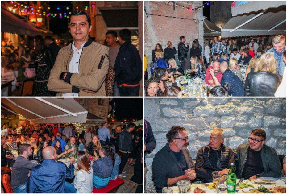 ADRIA MEDIA GRUPA U ROVINJU OKUPILA NAJVEĆA IMENA NA MEDIJSKOJ SCENI U REGIONU: Druženje i razmena mišljenja uz vino na obali Jadrana