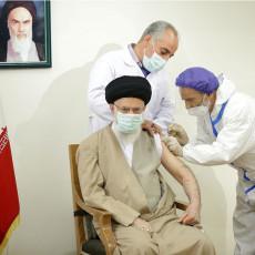 AJATOLAH ALI HAMNEI PRIMIO DOMAĆU VAKCINU: Zabranio uvoz zapadnih, čekao je iransko cepivo Koviran (VIDEO)