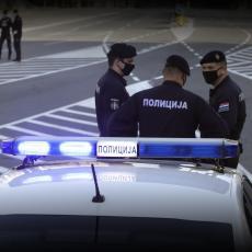 AKCIJA POLICIJE U PROKUPLJU: Uhapšeni muškaraci ukrali automobil, slupali se, pa zapalili vozilo