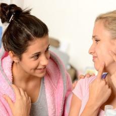 AKNE, GLJIVICE, HERPES: Ovo ulje prirodnim putem rešava sve probleme sa kožom!