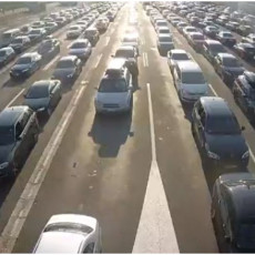 AKO KREĆETE NA PUT, PRIPREMITE JAKE ŽIVCE: Gužve na graničnim prelazima, na jednom se čeka 1000 MINUTA! (FOTO)