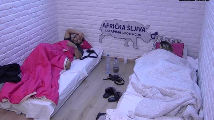 AKO MI BUDE HLADNO, ZAGRLIĆU TE: Dragana ponudila Spejku ĆEBE, on joj OVO dobacio! (VIDEO)