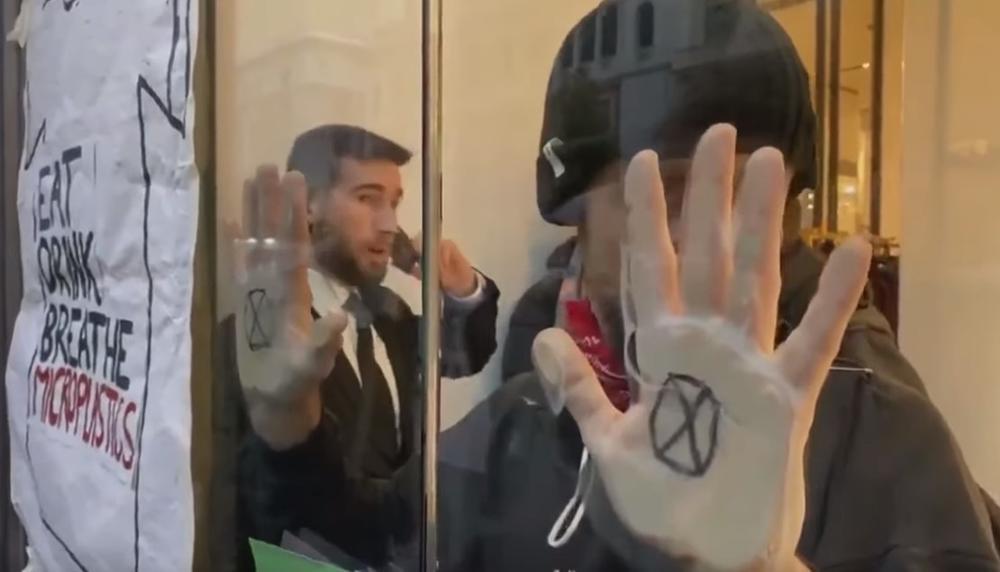 AKTIVISTI OKUPIRALI POZNATI BUTIK U MADRIDU: Zemlja plaća za brzu modu! (VIDEO)