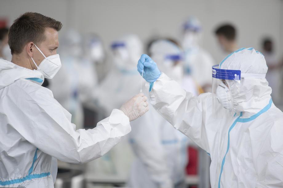 AKTUELNO: Ponovo rekordan broj novozaraženih i preminulih u Srbiji - 7.606 nova slučaja, 51 osoba preminula