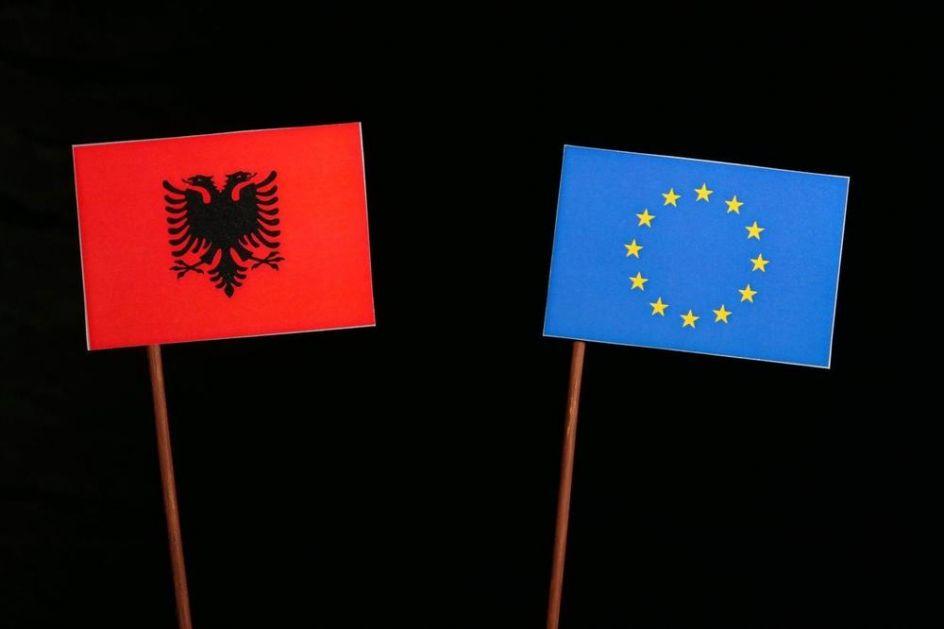ALBANCI PREPLAVILI EVROPSKU UNIJU, NAJVIŠE BEŽE U GRČKU I ITALIJU: Za 4 godine čak 260.000 dobilo državljanstvo neke zemlje EU