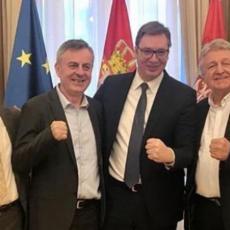 ALEKSANDAR VUČIĆ objavio fotografiju sa LEGENDAMA BOKSA! (FOTO)