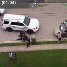 AMERIČKA POLICIJA PONOVILA ISTU GREŠKU: Još jedno BRUTALNO hapšenje, Afroamerikancu klečali na vratu (VIDEO)