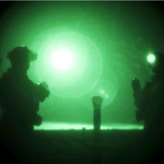 AMERIČKA VOJSKA PREBACUJE DŽIHADISTE ISLAMSKE DRŽAVE: Helikopterima ih iz vojne baze šalje u pustinju, zajedno nešto spremaju?