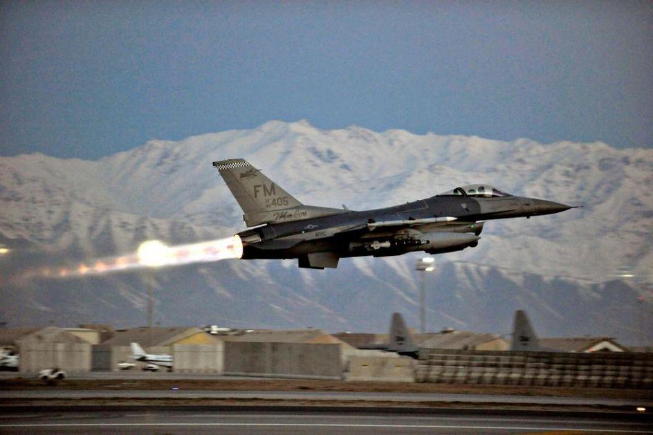 AMERIČKI LOVCI PADAJU KAO NIKAD DO SAD: Srušio se avion u Novom Meksiku! Ovo je 5. pad F-16 od maja!