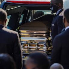 AMERIKA SE OPRAŠTA OD DŽORDŽA FLOJDA: Kovčeg sa telom izložen u Pirlendu gde će biti sahranjen (UŽIVO VIDEO)