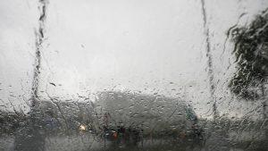 AMSS: Kiša ponegde može doneti zastoje i usporenu vožnju na putevima