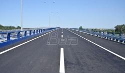 AMSS: Mokri kolovozi i pojačan saobraćaj