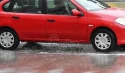 AMSS: Mokri kolovozi, smanjena vidljivost i sporija vožnja