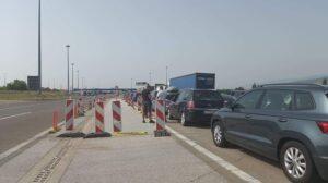 AMSS: Na graničnim prelazima čekanja do sat i po za izlazak iz zemlje