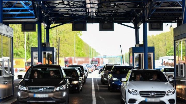 AMSS: Pojačan saobraćaj i mokri kolovozi