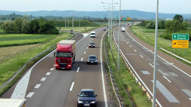 AMSS: Popodne gužve na putevima, posebno ka većim gradovima