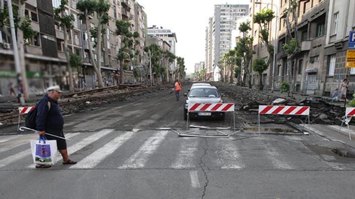 AMSS: Radovi na putu usporavaju saobraćaj, gužve ka većim gradovima