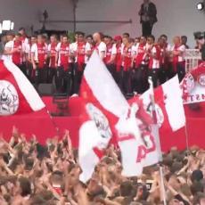 AMSTERDAM NA NOGAMA: Proslava Ajaksove titule! Tadić bacio desetine HILJADE FANOVA U TRANS (VIDEO)