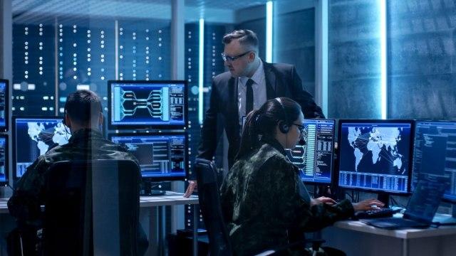 ANKETA B92: Da li verujete da vas špijuniraju preko pametnih uređaja?