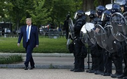 AP: Tramp ublažio stav o angažovanju vojske na suzbijanju nasilnih protesta