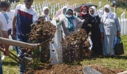AP o komemoraciji u Potočarima: Srpski lideri i dalje negiraju genocid u Srebrenici