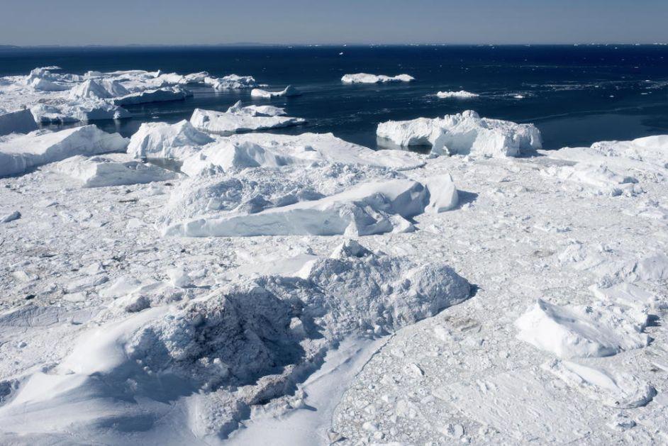 APOKALIPSA DOLAZI POLA VEKA RANIJE: Najnovija očitavanja otapanja glečera na Grenlandu šokirala naučnike, za dan nestalo 12 milijardi tona leda (VIDEO)